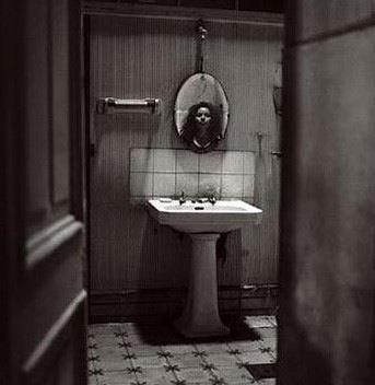 Призрак маленькой девочки из ванной